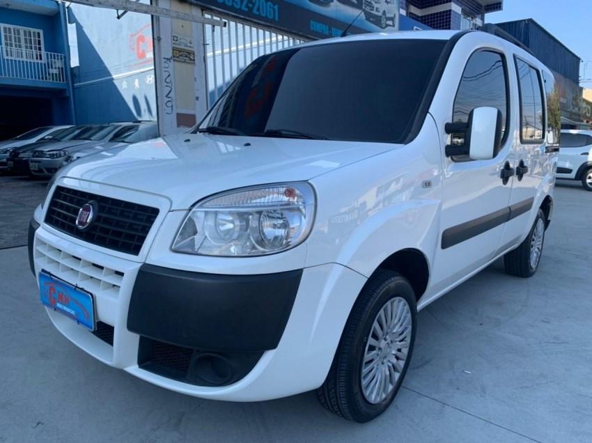 //www.autoline.com.br/carro/fiat/doblo-18-essence-7l-16v-flex-4p-manual/2017/curitiba-pr/15100952