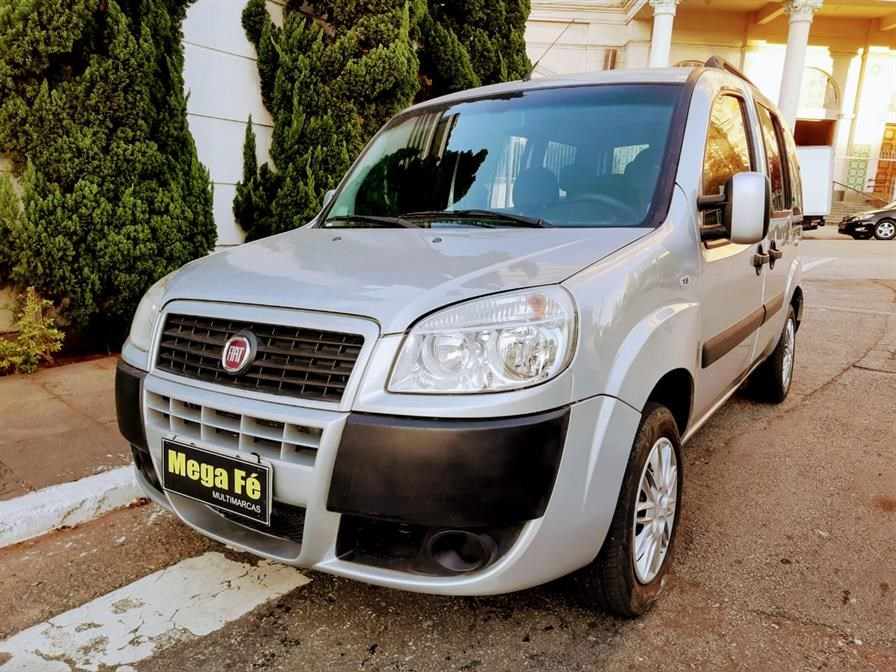 //www.autoline.com.br/carro/fiat/doblo-18-essence-7l-16v-flex-4p-manual/2018/sao-paulo-sp/15141741