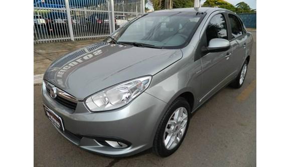 //www.autoline.com.br/carro/fiat/grand-siena-16-essence-16v-flex-4p-dualogic/2013/brasilia-df/6594309