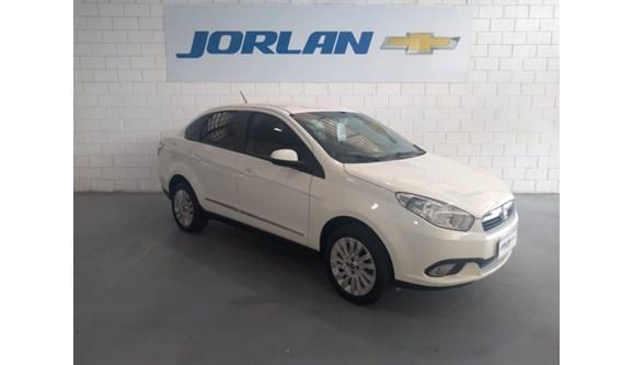 //www.autoline.com.br/carro/fiat/grand-siena-10-attractive-8v-flex-4p-manual/2017/brasilia-df/7037637