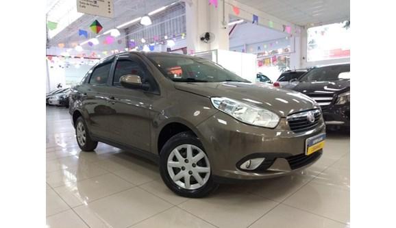 //www.autoline.com.br/carro/fiat/grand-siena-14-evo-attractive-8v-flex-4p-manual/2013/sao-paulo-sp/8716828