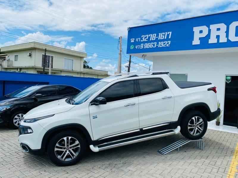 //www.autoline.com.br/carro/fiat/toro-20-freedom-16v-diesel-4p-4x4-turbo-manual/2018/joinville-sc/12738936