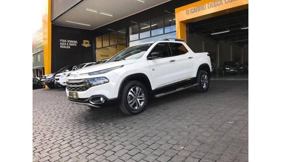 //www.autoline.com.br/carro/fiat/toro-20-volcano-16v-diesel-4p-automatico-4x4-turbo/2018/patrocinio-mg/7870523