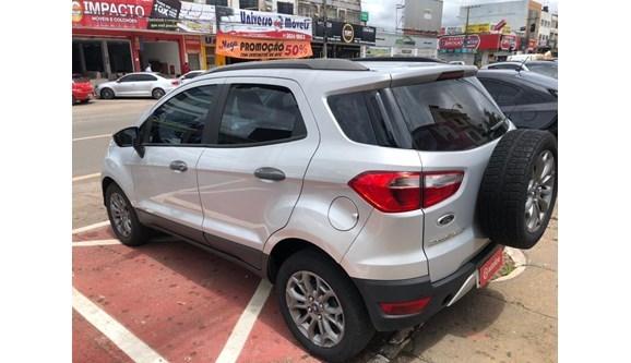 //www.autoline.com.br/carro/ford/ecosport-16-freestyle-16v-flex-4p-manual/2013/brasilia-df/13974413