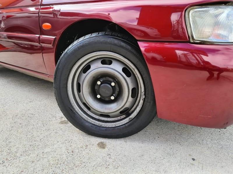//www.autoline.com.br/carro/ford/escort-18-hatch-glx-16v-gasolina-4p-manual/1998/curitiba-pr/14911762
