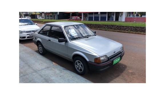 //www.autoline.com.br/carro/ford/escort-16-hatch-g-l-73cv-2p-alcool-manual/1988/cascavel-pr/7782649