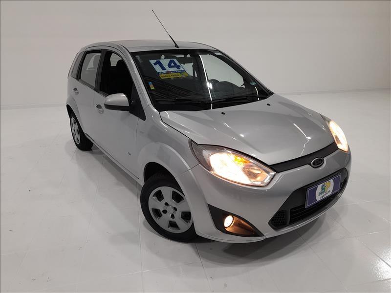 //www.autoline.com.br/carro/ford/fiesta-10-hatch-rocam-se-8v-flex-4p-manual/2014/sao-paulo-sp/13051445