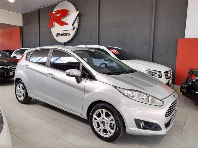 //www.autoline.com.br/carro/ford/fiesta-16-hatch-tivct-se-16v-flex-4p-powershift/2015/sao-paulo-sp/13064787
