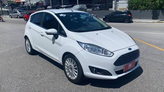 //www.autoline.com.br/carro/ford/fiesta-16-hatch-tivct-titanium-16v-flex-4p-powershif/2015/sao-jose-sc/13536359