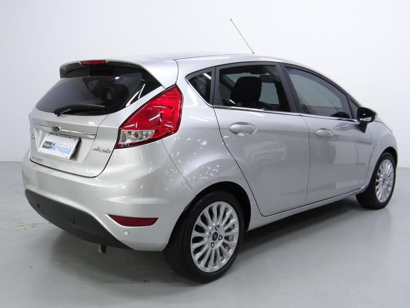 //www.autoline.com.br/carro/ford/fiesta-16-hatch-tivct-titanium-16v-flex-4p-powershif/2015/curitiba-pr/14645075