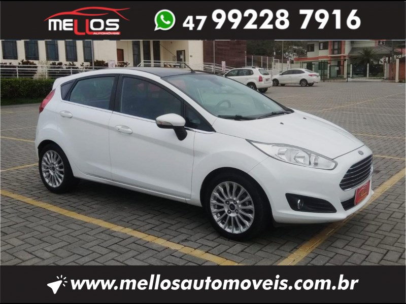 //www.autoline.com.br/carro/ford/fiesta-16-hatch-tivct-titanium-16v-flex-4p-powershif/2016/joinville-sc/14854230