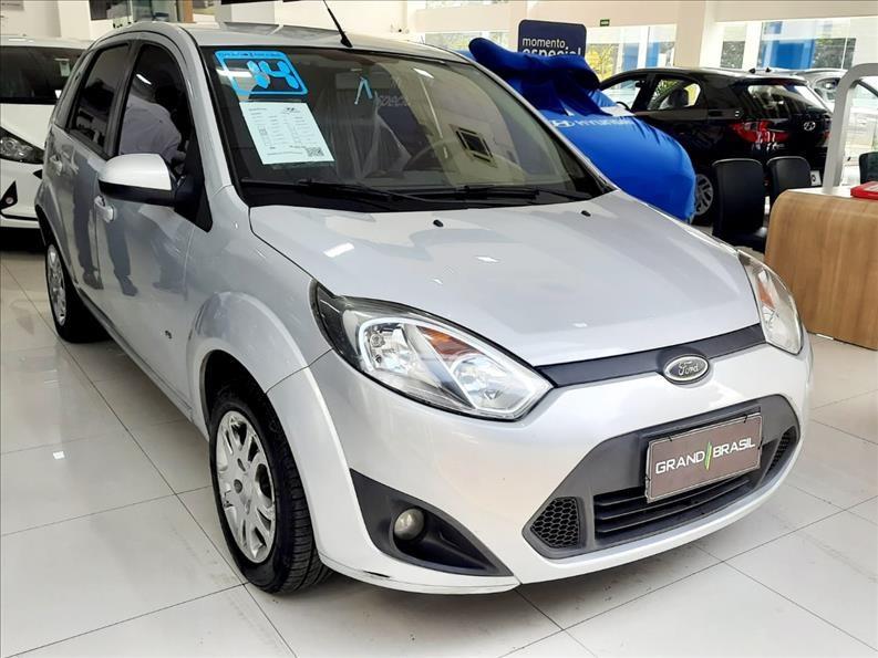 //www.autoline.com.br/carro/ford/fiesta-10-hatch-rocam-s-8v-flex-4p-manual/2014/sao-paulo-sp/15167376