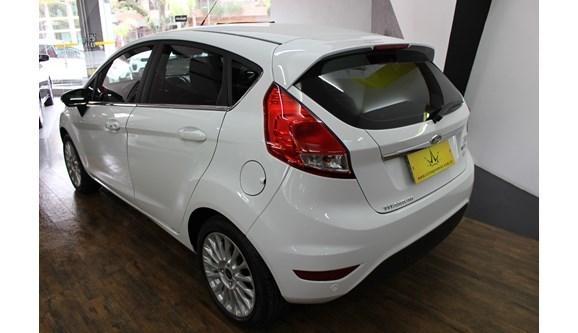 //www.autoline.com.br/carro/ford/fiesta-10-titanium-plus-12v-gasolina-4p-automatizado/2017/santa-maria-rs/7005917