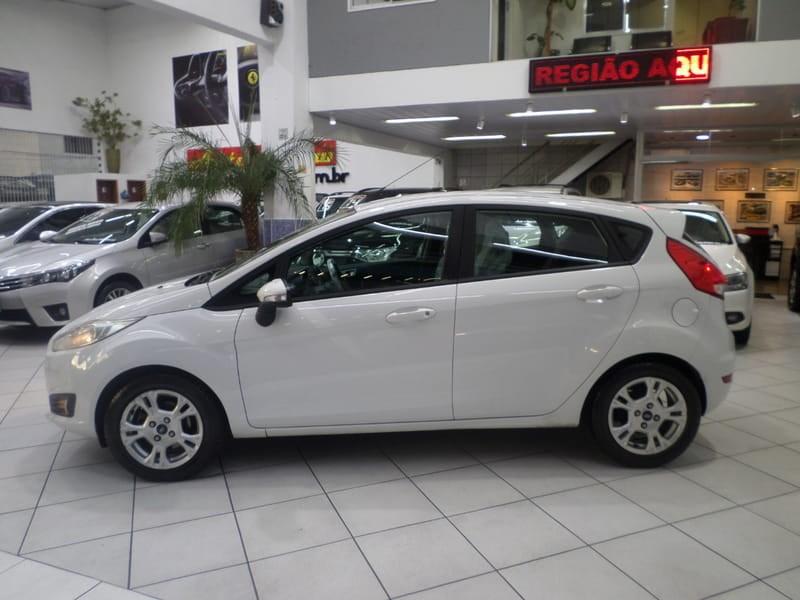 //www.autoline.com.br/carro/ford/fiesta-16-se-16v-flex-4p-powershift/2014/sao-paulo-sp/8793293