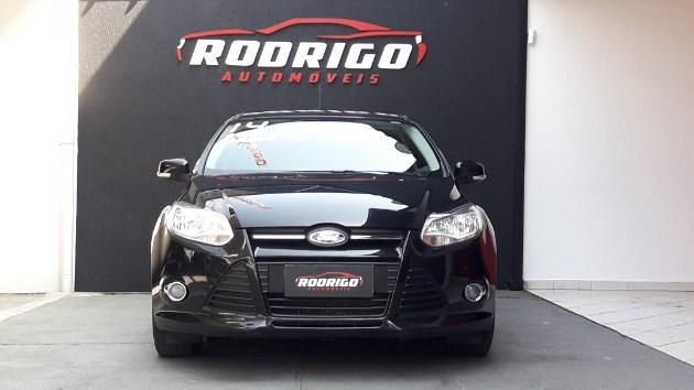 //www.autoline.com.br/carro/ford/focus-16-hatch-tivct-s-16v-flex-4p-manual/2014/taubate-sp/10583185