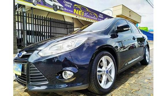 //www.autoline.com.br/carro/ford/focus-20-se-16v-flex-4p-powershift/2015/itarare-sp/10639537