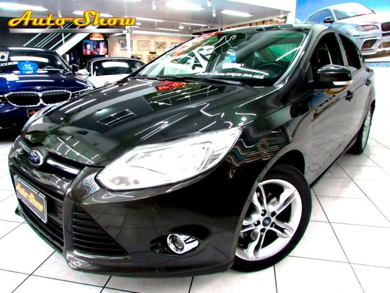 //www.autoline.com.br/carro/ford/focus-20-se-16v-sedan-flex-4p-powershift/2015/sao-paulo-sp/11717540
