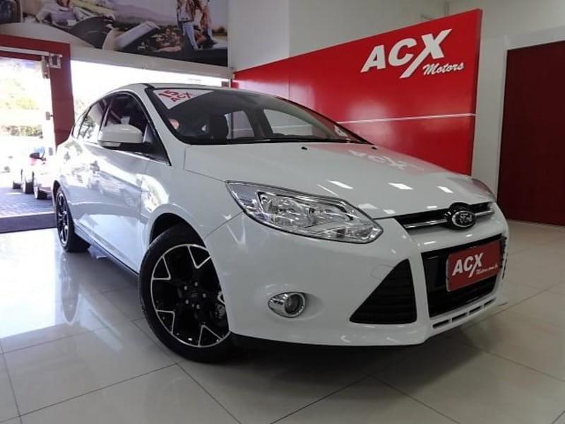 //www.autoline.com.br/carro/ford/focus-20-titanium-16v-flex-4p-powershift/2015/curitiba-pr/12249406