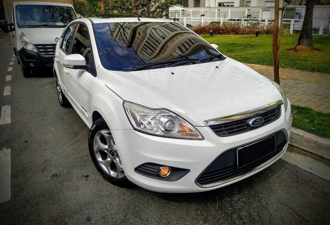 //www.autoline.com.br/carro/ford/focus-20-titanium-16v-flex-4p-automatico/2013/sao-jose-dos-campos-sp/12365550