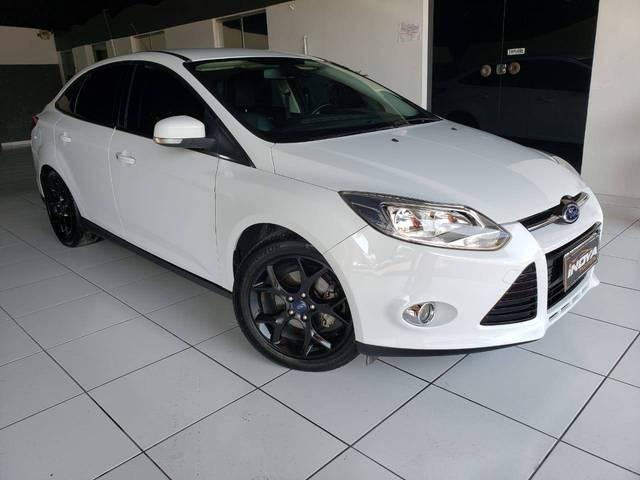 //www.autoline.com.br/carro/ford/focus-20-titanium-16v-flex-4p-powershift/2014/blumenau-sc/12402753
