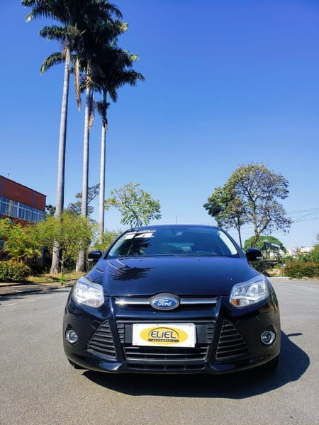 //www.autoline.com.br/carro/ford/focus-16-hatch-tivct-se-16v-flex-4p-powershift/2014/volta-redonda-rj/12768668