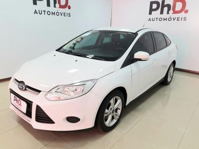 //www.autoline.com.br/carro/ford/focus-20-sedan-s-16v-flex-4p-powershift/2015/brasilia-df/13195089