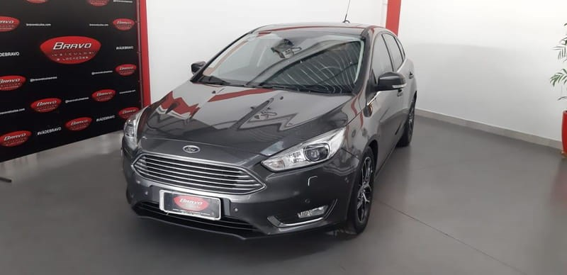 //www.autoline.com.br/carro/ford/focus-20-hatch-titanium-16v-flex-4p-automatizado/2018/araxa-mg/13430973