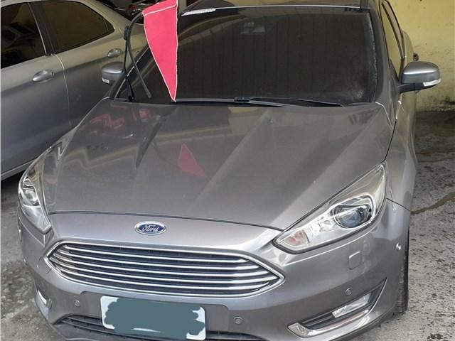 //www.autoline.com.br/carro/ford/focus-20-hatch-titanium-plus-16v-flex-4p-automatiza/2017/sao-goncalo-rj/13465087