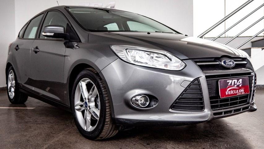 //www.autoline.com.br/carro/ford/focus-20-hatch-se-16v-flex-4p-powershift/2015/brasilia-df/13509650