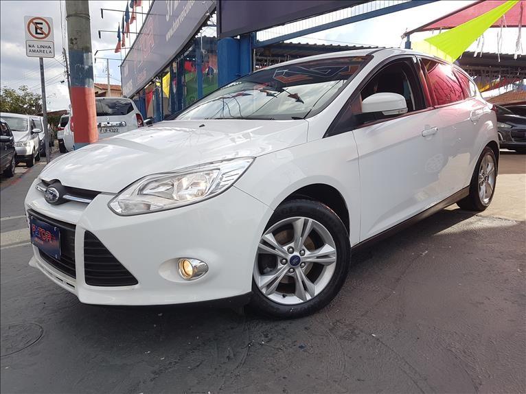 //www.autoline.com.br/carro/ford/focus-16-hatch-tivct-s-16v-flex-4p-manual/2015/campinas-sp/13603205