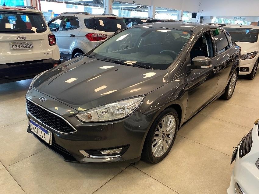 //www.autoline.com.br/carro/ford/focus-20-sedan-se-fastback-16v-flex-4p-automatizado/2018/jundiai-sp/13685453