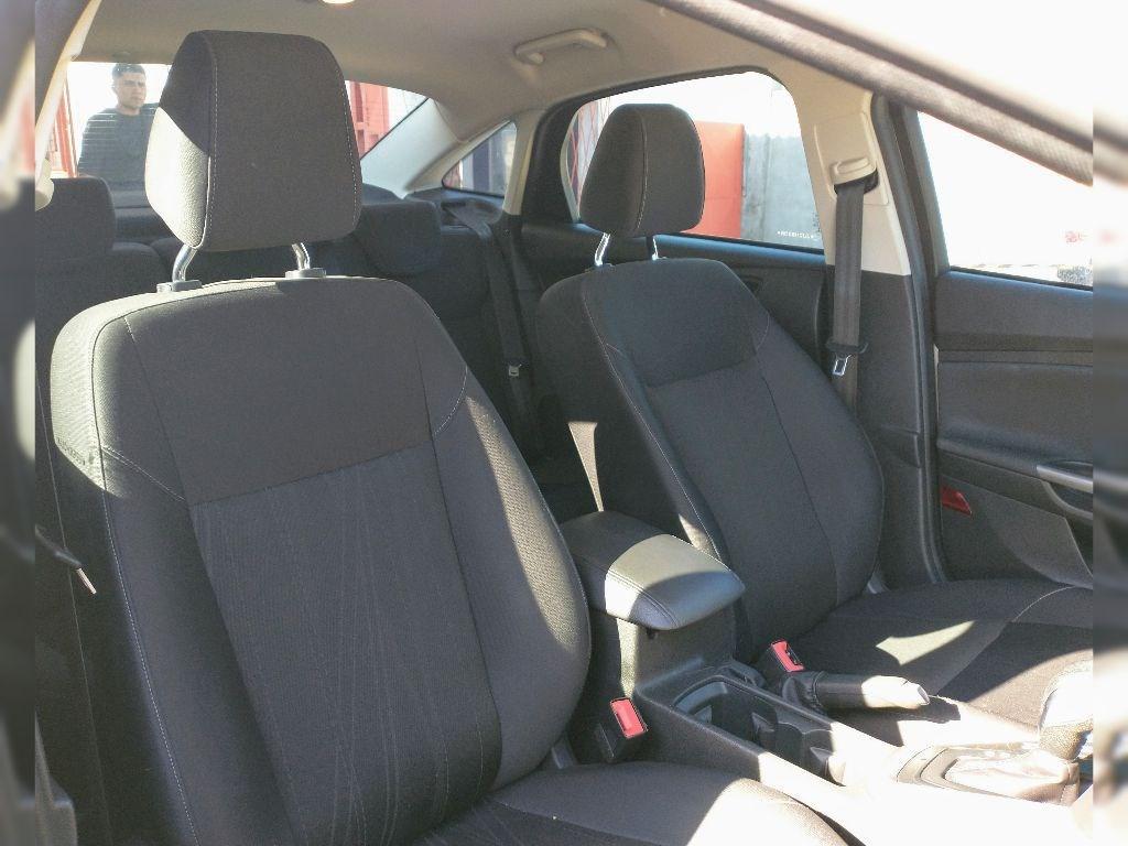 //www.autoline.com.br/carro/ford/focus-20-sedan-se-fastback-16v-flex-4p-automatizado/2018/rio-grande-rs/13689581