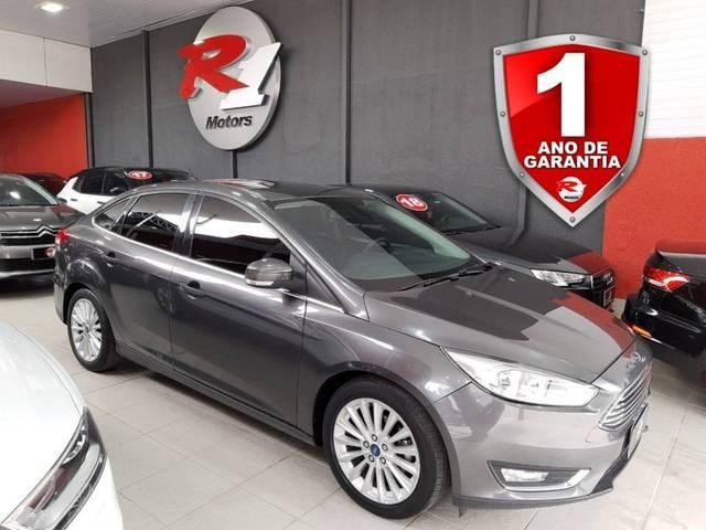 //www.autoline.com.br/carro/ford/focus-20-sedan-titanium-fastback-16v-flex-4p-powers/2016/sao-paulo-sp/14583820