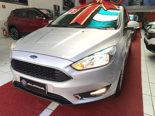 //www.autoline.com.br/carro/ford/focus-20-hatch-se-plus-16v-flex-4p-automatizado/2018/sao-paulo-sp/14599788