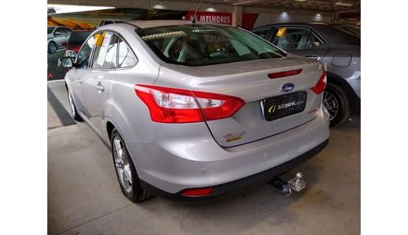//www.autoline.com.br/carro/ford/focus-20-se-16v-sedan-flex-4p-powershift/2015/petrolina-pe/7042705