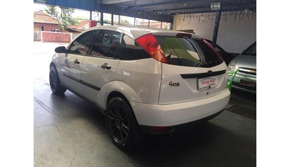 //www.autoline.com.br/carro/ford/focus-18-16v-gasolina-4p-manual/2003/arapongas-pr/7438232