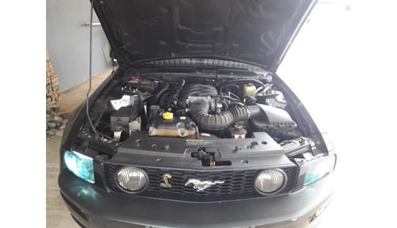 //www.autoline.com.br/carro/ford/mustang-50-coupe-gt-v-8-400cv-2p-gasolina-automatico/2006/cascavel-pr/7614711