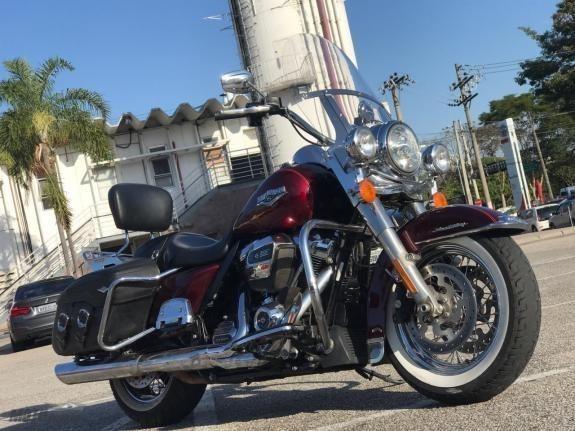 //www.autoline.com.br/moto/harley-davidson/road-king-classic-flhrc-custom-flhrsi/2017/sorocaba-sp/9539730