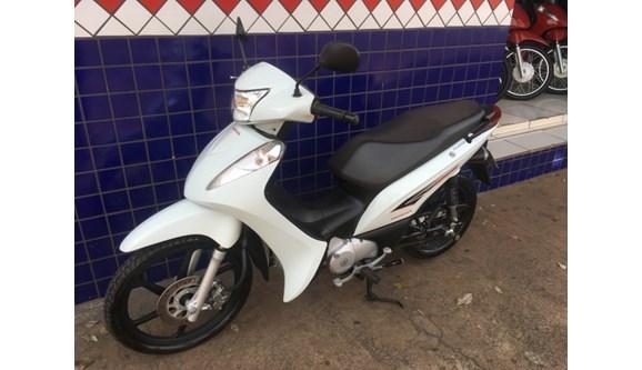 //www.autoline.com.br/moto/honda/biz-125-ex-flex-etagas-aut-basico/2015/maringa-pr/8889342