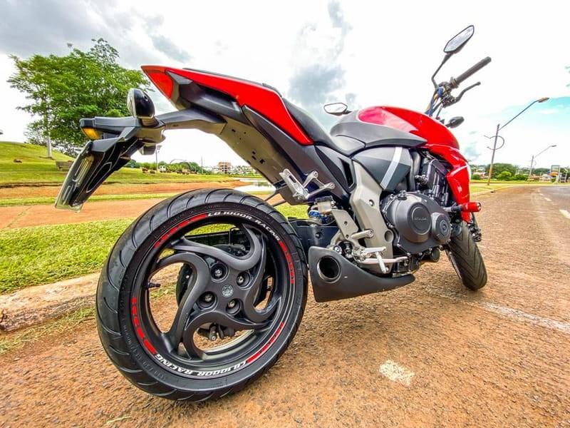 //www.autoline.com.br/moto/honda/cb-1000-r-hornetbigoneabs-gas-mec-basico/2012/jatai-go/14772088