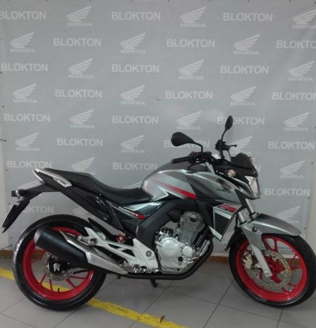 //www.autoline.com.br/moto/honda/cb-250-twister-flexflexone/2018/londrina-pr/15214847