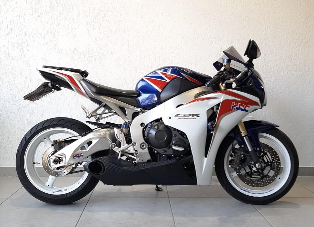 //www.autoline.com.br/moto/honda/cbr-1000-rr-firebladeabs-gas-mec-basico/2011/belo-horizonte-mg/15644941