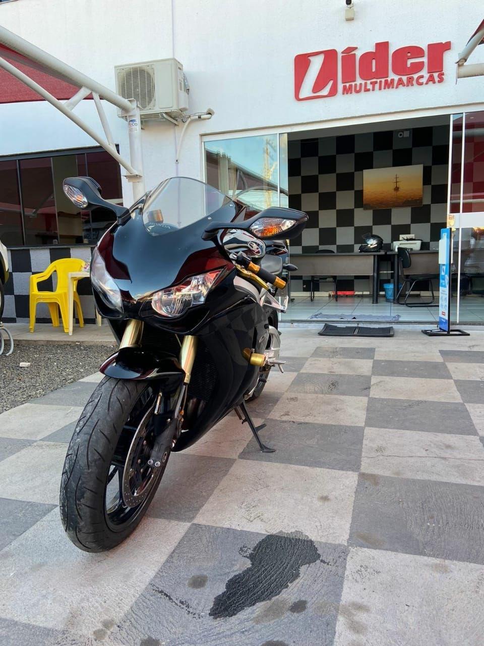 //www.autoline.com.br/moto/honda/cbr-1000-rr-firebladestd-gas-mec-basico/2010/caldas-novas-go/15628260
