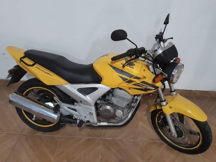 //www.autoline.com.br/moto/honda/cbx-250-twister-gas-mec-basico/2008/sumare-sp/15102635