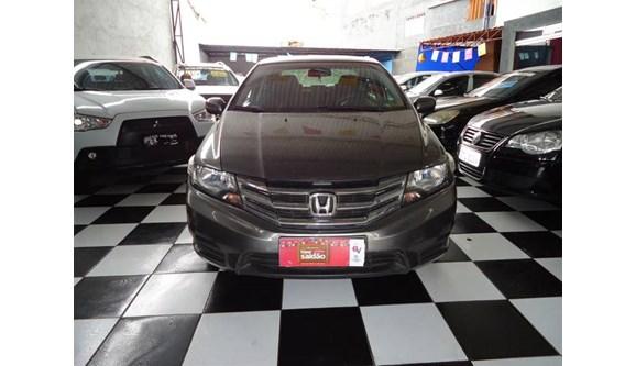 //www.autoline.com.br/carro/honda/city-15-lx-16v-flex-4p-automatico/2013/sao-paulo-sp/9532529
