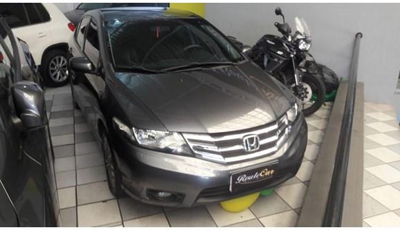 //www.autoline.com.br/carro/honda/city-15-lx-16v-flex-4p-automatico/2014/sao-paulo-sp/9964212