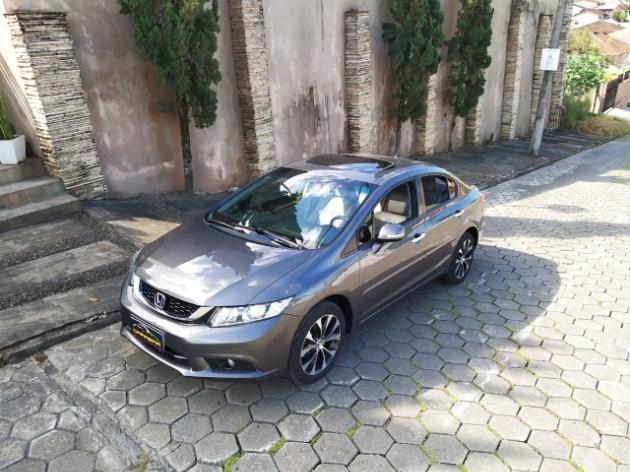 //www.autoline.com.br/carro/honda/civic-20-exr-16v-flex-4p-automatico/2016/joinville-sc/12087579