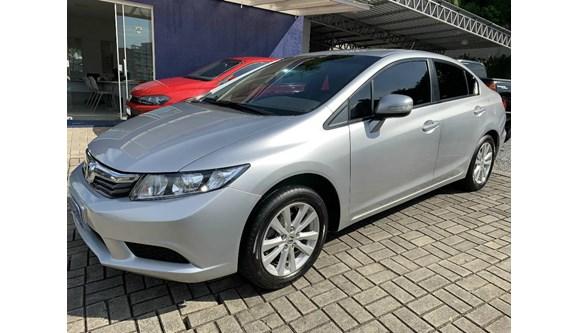 //www.autoline.com.br/carro/honda/civic-18-lxl-16v-flex-4p-automatico/2013/joinville-sc/12233016