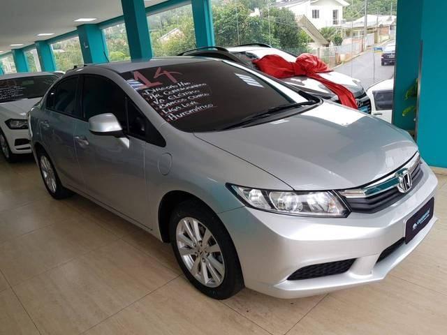 //www.autoline.com.br/carro/honda/civic-18-lxs-16v-flex-4p-automatico/2014/joacaba-sc/13903689
