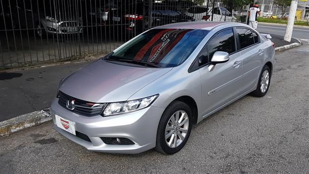 //www.autoline.com.br/carro/honda/civic-18-lxs-16v-flex-4p-automatico/2015/sao-paulo-sp/14624762